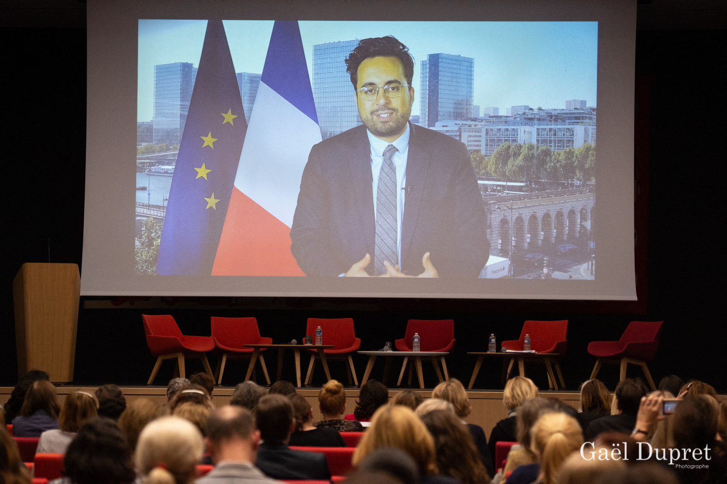 ©Gaël Dupret, France, Paris le 2018-11-15 : 2ème édition des WINDAY Paris par FBA - Femmes Business Angels. Photo : Message vidéo de Mounir Mahjoubi, Secrétaire d'État auprès du ministre de l'Économie et des Finances et du ministre de l'Action et des Comptes publics, chargé du Numérique.  Video message of Mounir Mahjoubi, Secretary of State to the Minister of Economy and Finance and Minister of Action and Public Accounts, in charge of Digital.