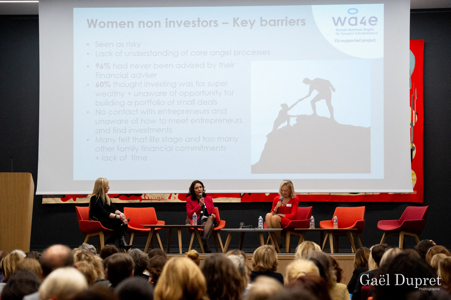 ©Gaël Dupret, France, Paris le 2018-11-15 : 2ème édition des WINDAY Paris par FBA - Femmes Business Angels. Photo : Présentation de l'étude WA4E :  Isabelle GOUNIN-LEVY, Journaliste économique sur LCI,  Florence RICHARDSON, Co-Présidente de Femmes Business Angels et  Jenny TOOTH, CEO de UK Business Angels Association.   Presentation of the WA4E study: Isabelle GOUNIN-LEVY, Economic Journalist on LCI,  Florence RICHARDSON, Co-President of Women Business Angels and Jenny TOOTH, CEO of UK Business Angels Association.