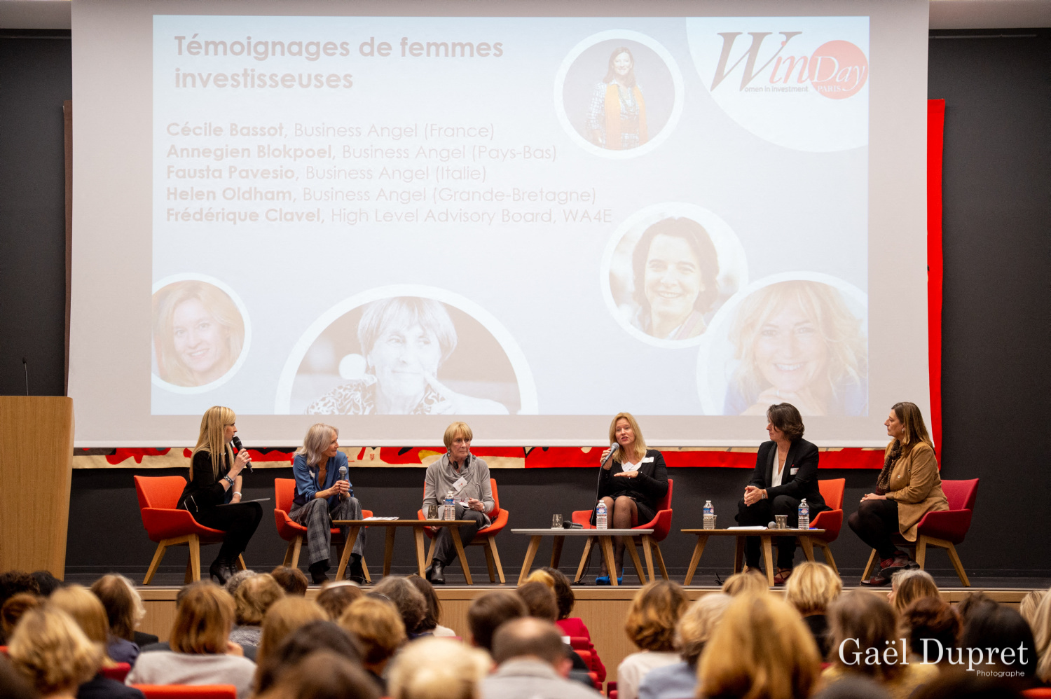 ©Gaël Dupret, France, Paris le 2018-11-15 : 2ème édition des WINDAY Paris par FBA - Femmes Business Angels. Photo : Témoignages de femmes investisseuses :  Helen OLDHAM, Business Angel (Grande Bretagne), Fausta PAVESIO, Business Angel (Italie), Annegien BLOKPOEL, Business Angel  (Pays-Bas), Cécile BASSOT, Business Angel (France) et Frédérique CLAVEL (France).   Testimonials from women investors: Helen OLDHAM, Business Angel (Great Britain), Fausta PAVESIO, Business Angel (Italy), Annegien BLOKPOEL, Business Angel (Netherlands), Cecile BASSOT, Business Angel (France) and Frederique CLAVEL (France).