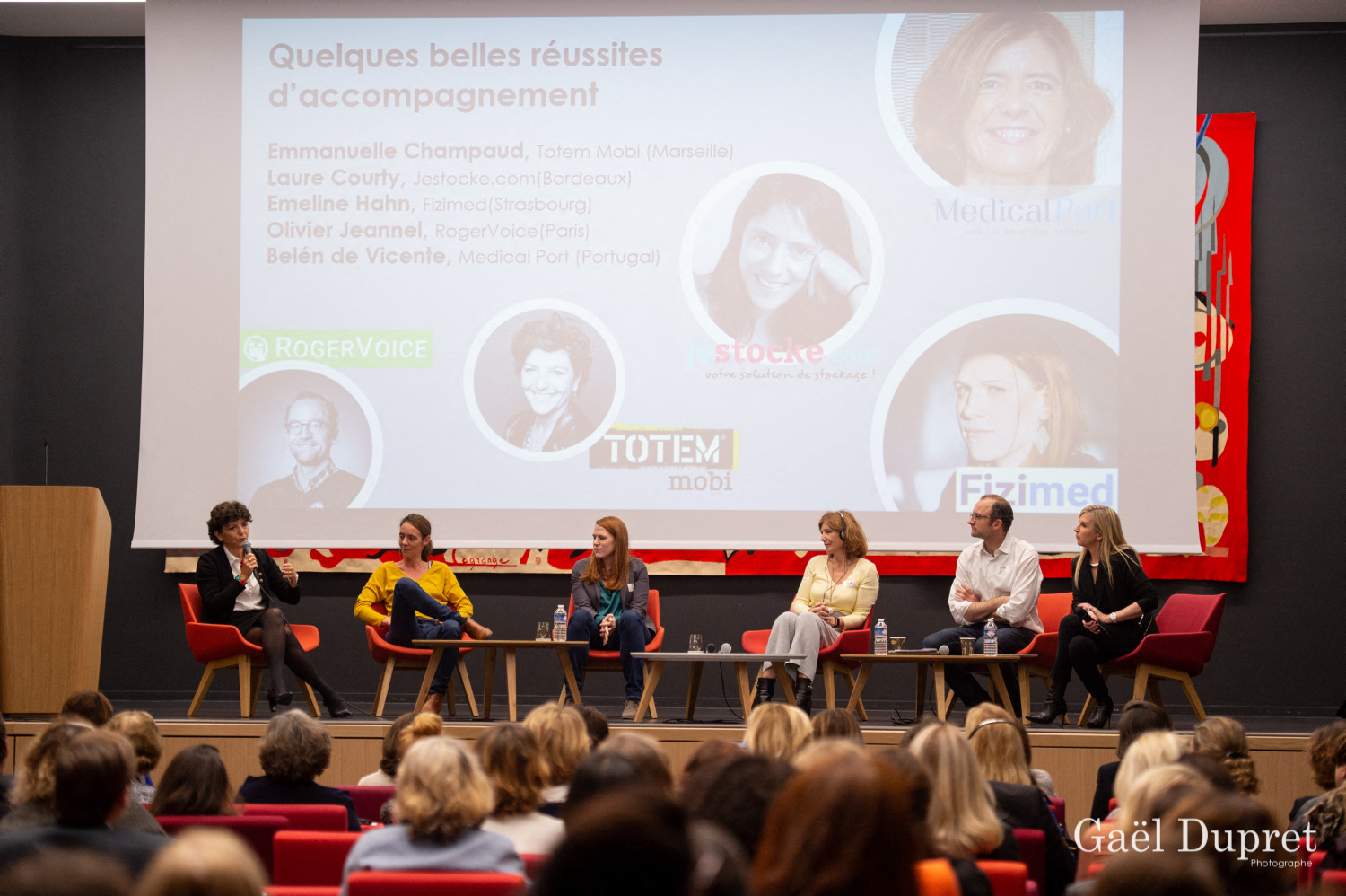 ©Gaël Dupret, France, Paris le 2018-11-15 : 2ème édition des WINDAY Paris par FBA - Femmes Business Angels. Photo : Exemples de réussites de start-up accompagnées par des Femmes Business Angels à travers les régions.  Emmanuelle CHAMPAUD, CEO de Totem Mobi (Marseille - France) Laure COURTY, CEO de Jestocke.com (Bordeaux - France) Emeline HAHN, CEO de Fizimed (Strasbourg - France) Olivier JEANNEL, CEO de RogerVoice (Paris - France) Bélen de VICENTE, High Level Advisory Board, WA4E.   women Angel's support to start-ups accross European régions - Sucess stories Emmanuelle CHAMPAUD, CEO of Totem Mobi (Marseille - France) Laure COURTY, CEO of Jestocke.com (Bordeaux - France) Emeline HAHN, CEO of Fizimed (Strasbourg - France) Olivier JEANNEL, CEO of RogerVoice (Paris - France) Bélen de VICENTE, High Level Advisory Board, WA4E